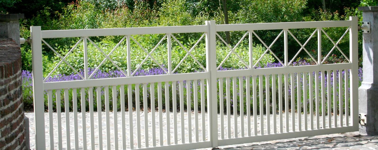 Portail leroy merlin 4m portail coulissant aluminium rioave gris l cm x h with portail leroy for Barriere de jardin belgique
